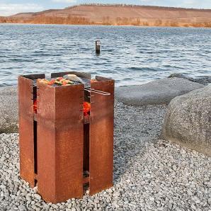 Feuerstelle Ferrum Keilbach silber, Designer Peter Keilbach, 90x45x45 cm