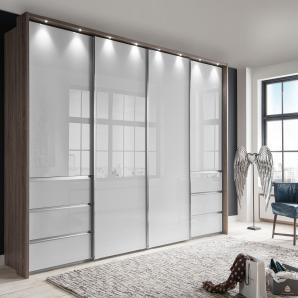Schwebetürenschrank in Trüffeleiche Nachbildung mit Fronten aus Glas in weiß und 6 Schubladen, Maße: B/H/T ca. 330/236/67 cm