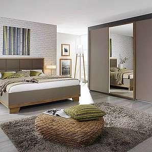 4-tlg. Schlafzimmer in Eiche Riviera NB, fangofarbige Fronten, Schwebetürenschrank B: ca. 271 cm, Bett 180 x 200 cm, Nachttisch B: 50 cm